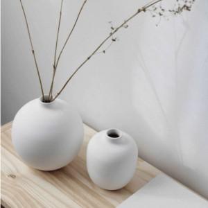 Petit vase blanc arrondi
